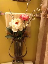 Flower vase/ metal color silver with glass in Schaumburg, Illinois